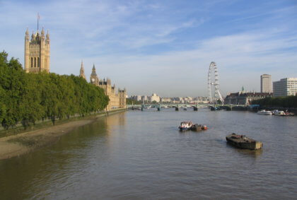 London mit Houses of Parliament und London Eye