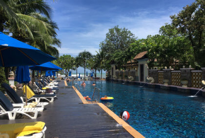 Pool des Centara Seaview Resort in Strandnähe Khao Lak